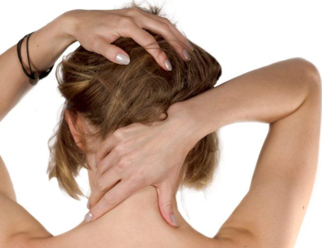 Auto-trattamento per le zone di nuca e trapezio in caso di dolore o tensione tramite Digitopressione e Riflessologia
